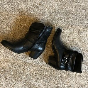 Bare traps women's black leather booties